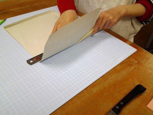 (10)封筒の天地を折り曲げる